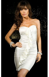 Белое платье с рюшами
