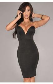 Черное платье с V-вырезом