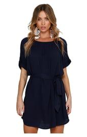 Темно-синее платье с поясом