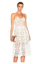 Ажурное белое платье