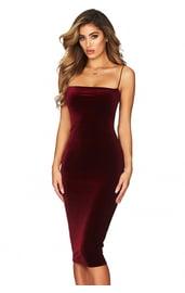 Бордовое платье на тонких лямках