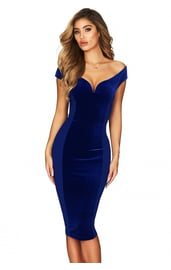 Синее платье с глубоким декольте