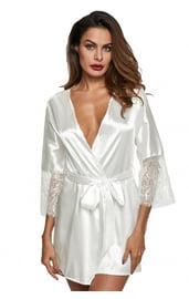 Белый халат с кружевом