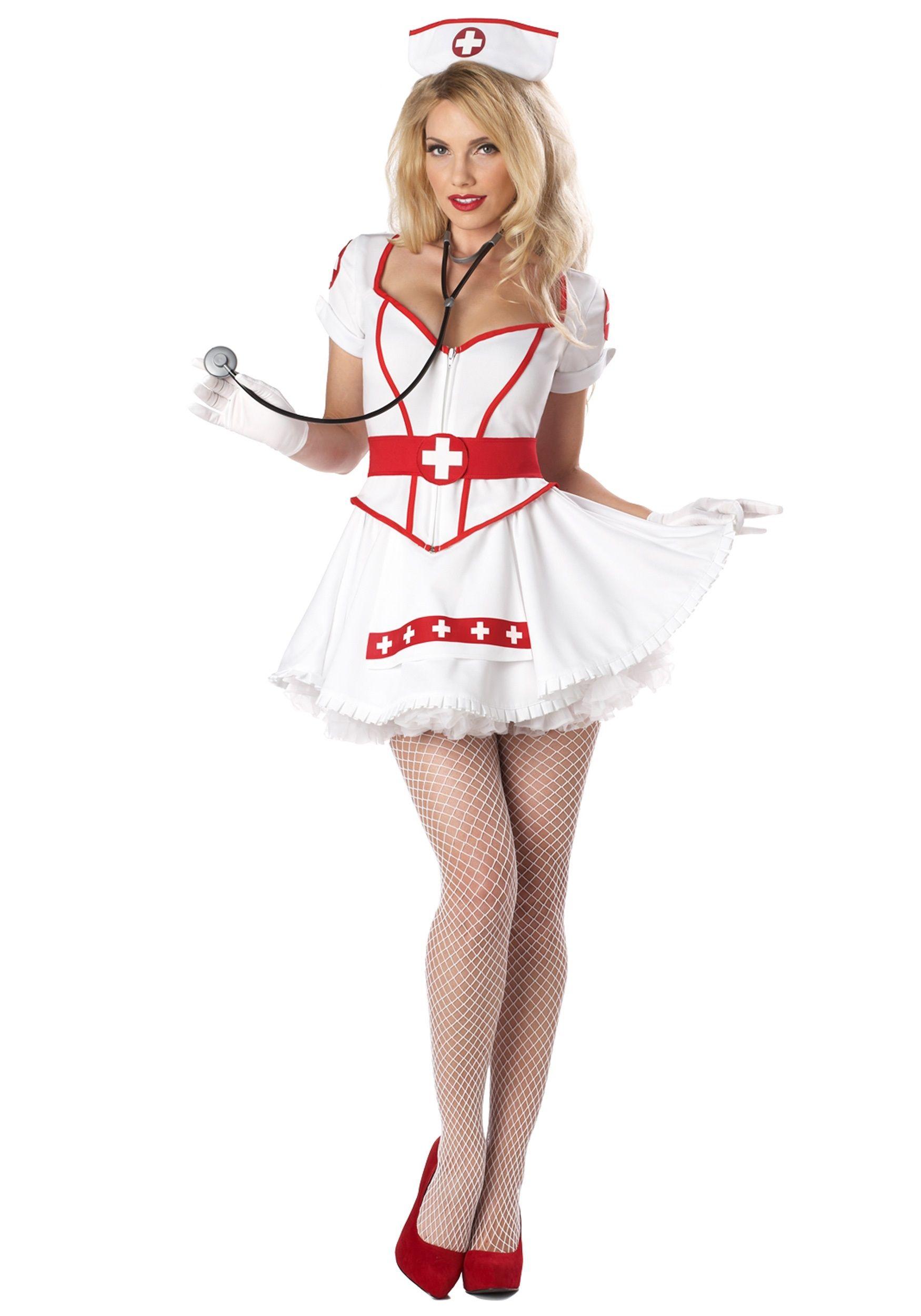 У пышнай медсестры под халатом