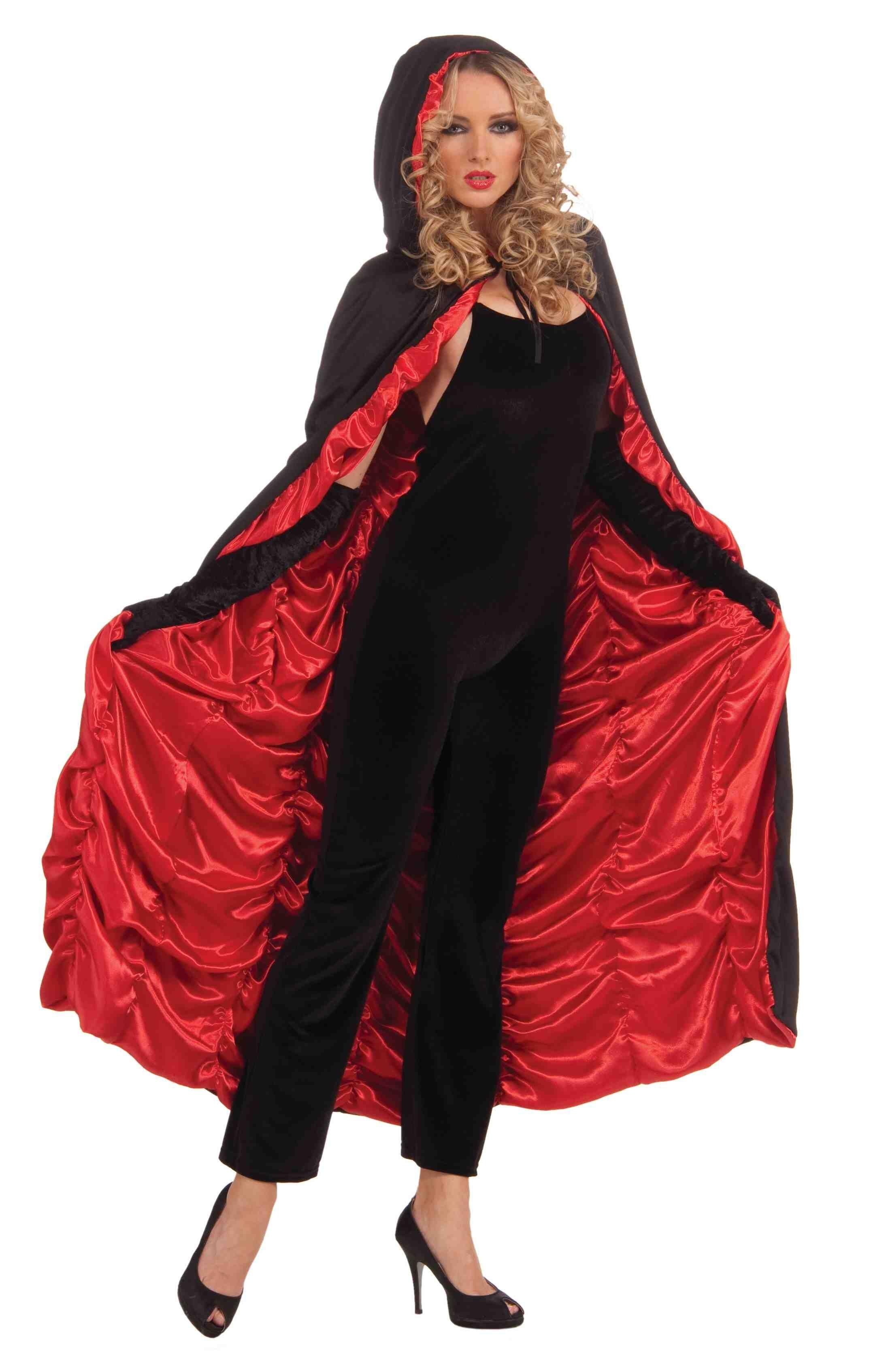 Черно-красный плащ с капюшоном