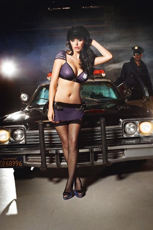 Узорчатые чулки полицейской (2-4)
