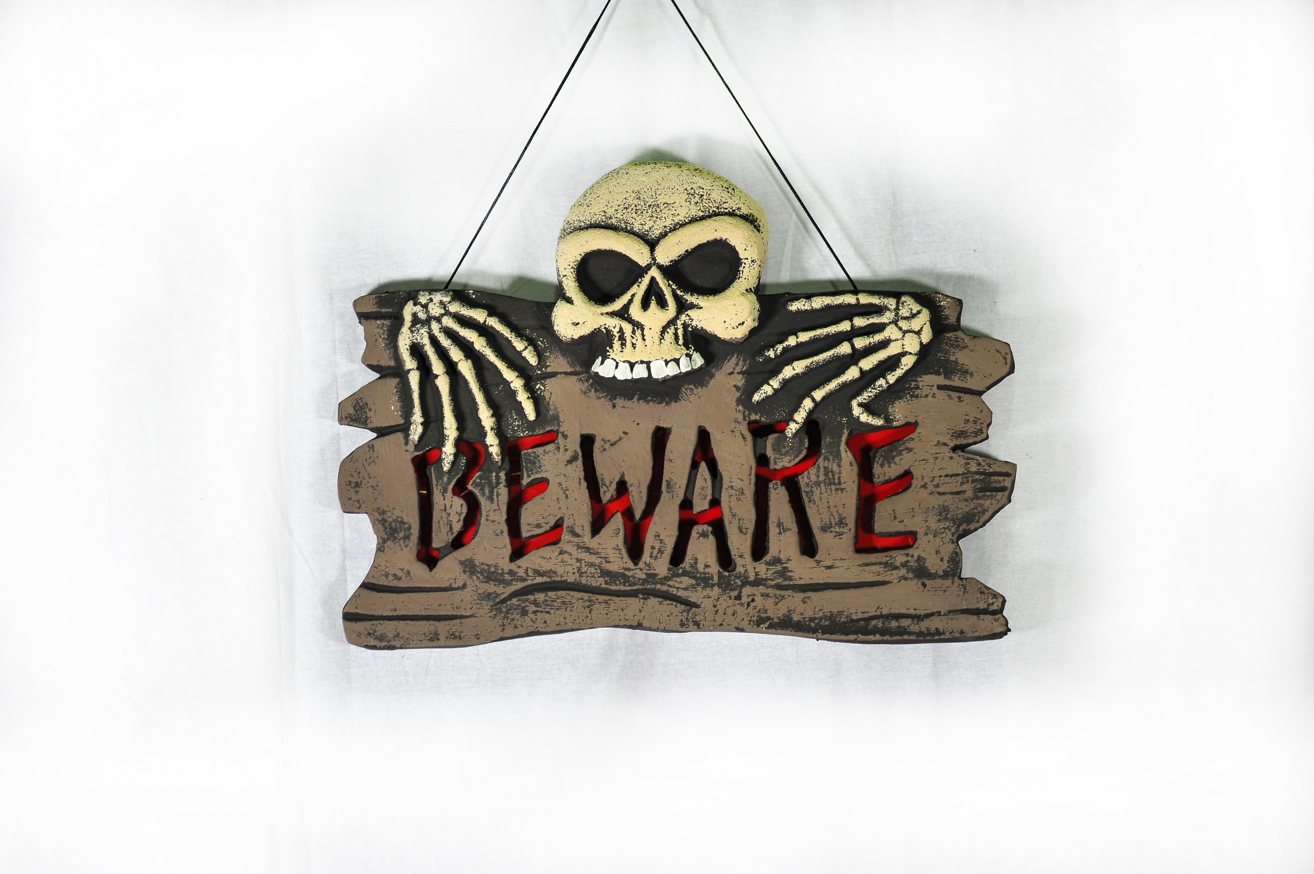Подвесная табличка Beware (UNI) -  Аксессуары на Хэллоуин