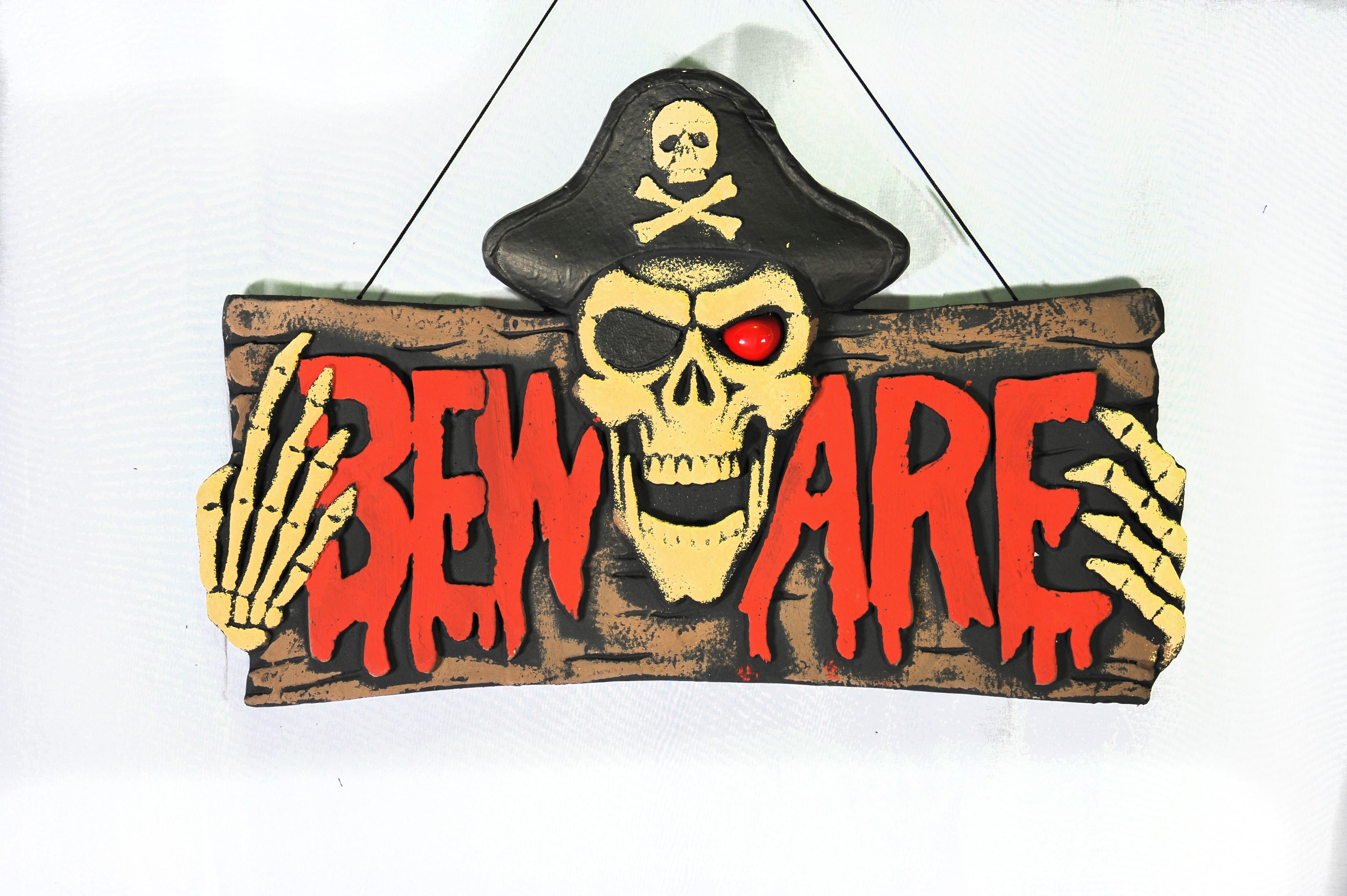Подвесная табличка на дверь Beware (UNI) табличка на входную дверь wc